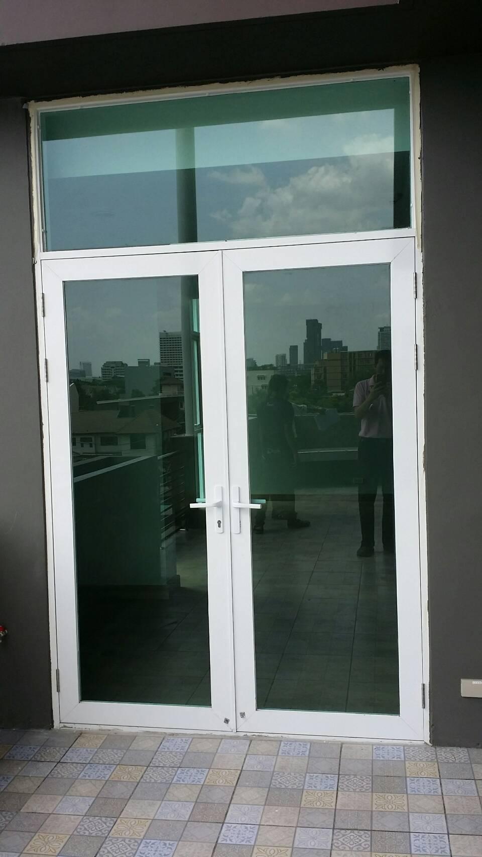 ติดตั้งประตู/หน้าต่าง กระจกและอลูมิเนียม ลาดพร้าว 41 อาคารสำนักงานและที่พักอาศัย 5ชั้น ของบริษัท AUT